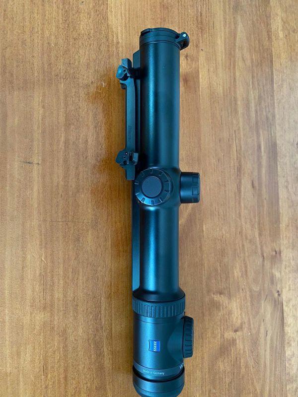 Продава се оптика Zeiss V8 1-8x30
