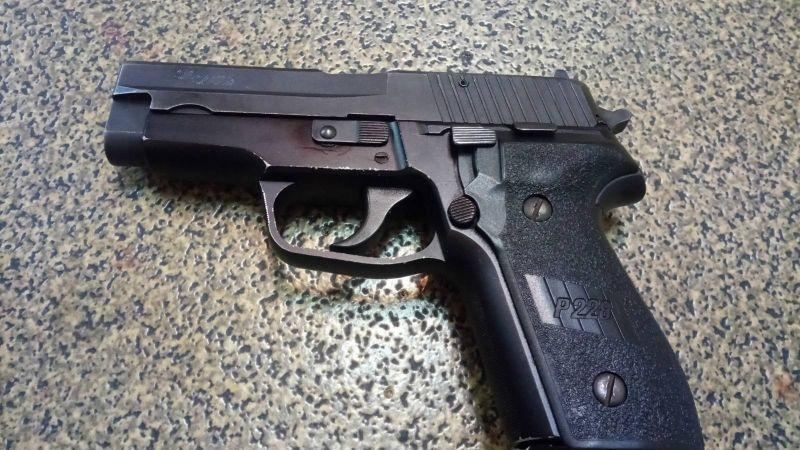 Продавам Sig Sauer P228